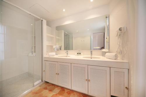 A bathroom at AH Art Hotel Palma