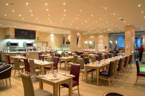 A restaurant or other place to eat at Caladh Inn