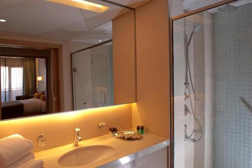 A bathroom at Saifi Suites