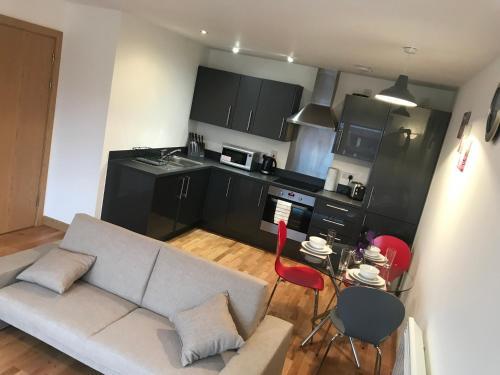 A kitchen or kitchenette at Fairview city centre apartment - Basildon