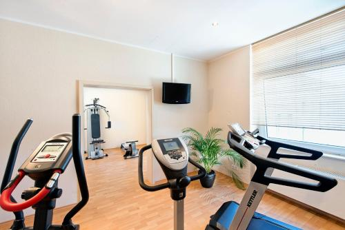 The fitness center and/or fitness facilities at Wyndham Duisburger Hof
