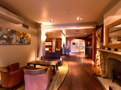 The lobby or reception area at Gainsborough House Hotel