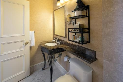 A bathroom at The Seelbach Hilton Louisville