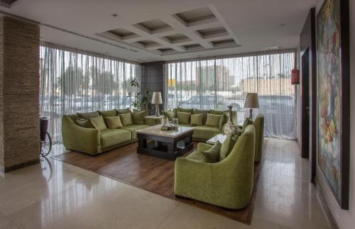Uma área de estar em Al Muhaidb Residence - Al Malaz