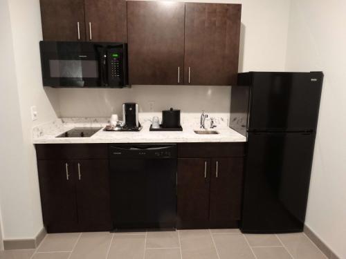 A kitchen or kitchenette at Best Western Plus New Richmond Inn & Suites