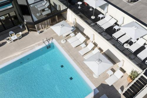 A view of the pool at Hotel Sporting or nearby