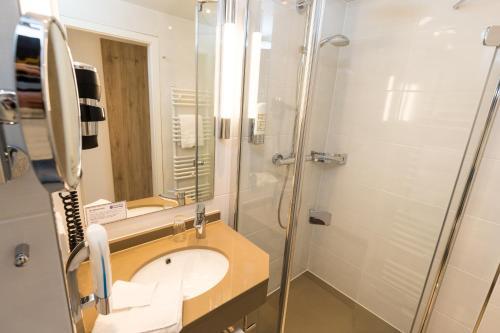 A bathroom at Carat Golf & Sporthotel