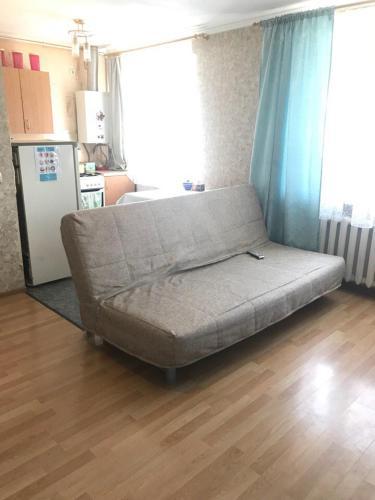 Кровать или кровати в номере АКАДЕМИКА КИРПИЧНИКОВА 21