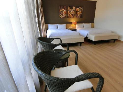 A bed or beds in a room at LeaLea Garden Hotels - Moon Lake