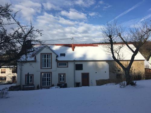 Ferienhaus Vulkaneifel Landhaus Loogh during the winter