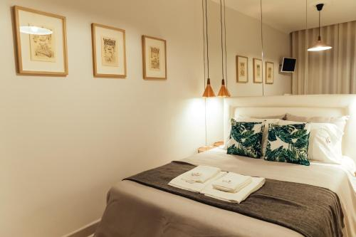 A bed or beds in a room at Bordallo's Prime Apartments