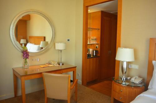 A bathroom at Four Seasons Hotel Mumbai