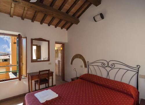 A bed or beds in a room at Helvetia Pisa Tower