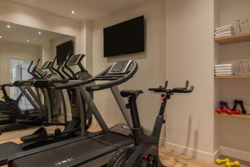 The fitness center and/or fitness facilities at Hotel Le Mareuil