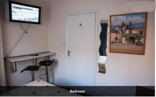 A television and/or entertainment center at Rooms To Let In London