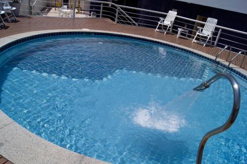 A piscina localizada em Bristol Guarapari Residence ou nos arredores
