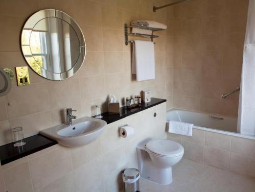 A bathroom at Grinkle Park Hotel