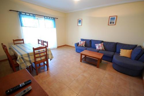 A seating area at Apartamento Patel
