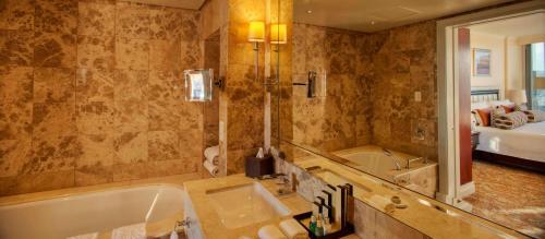 A bathroom at Taj Cape Town