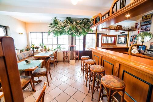 Ein Restaurant oder anderes Speiselokal in der Unterkunft Hotel-Pension Hafemann