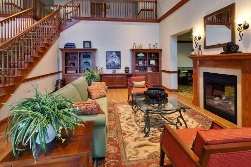 The lobby or reception area at Country Inn & Suites by Radisson, Buffalo South I-90, NY