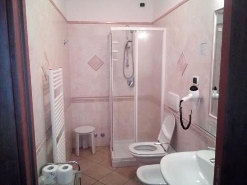 A bathroom at Hotel Delle Isole