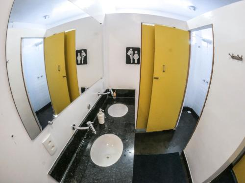 Um banheiro em Biergarten Hostel
