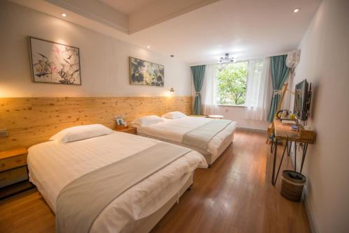 A bed or beds in a room at Ming Palace International Youth Hostel