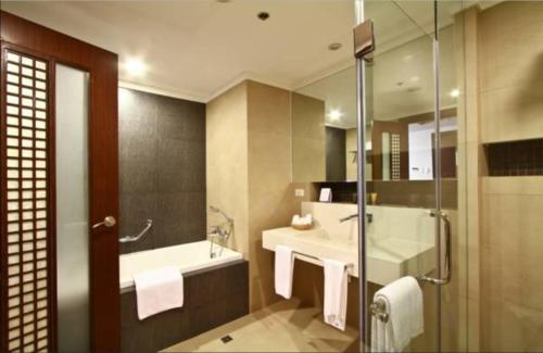 A bathroom at The Bellevue Resort