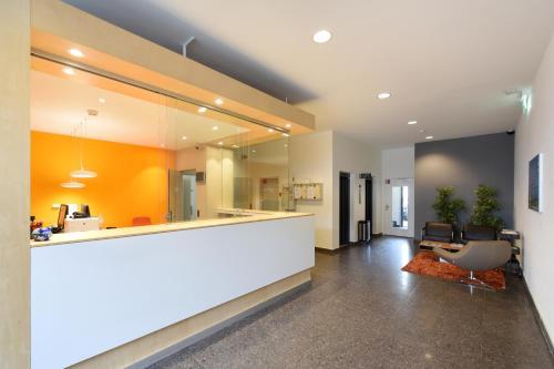 Lobby/Rezeption in der Unterkunft Apaliving - Budgethotel