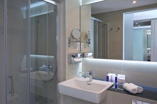 A bathroom at Park Plaza Arena Pula