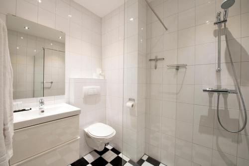 Een badkamer bij Brainport Hotel and Apartments