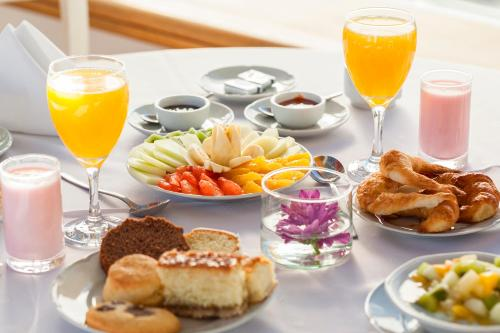 Breakfast options available to guests at Hotel Panamericano Bariloche