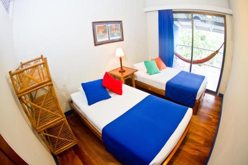 A bed or beds in a room at Villas del Caribe