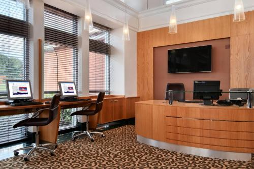 The business area and/or conference room at Hilton Leicester Hotel