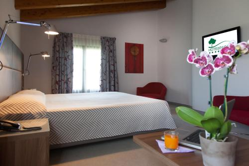 A bed or beds in a room at Hotel Del Parco