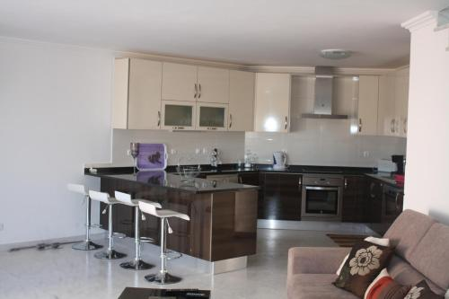 A kitchen or kitchenette at Moradia Dematos