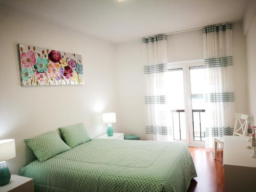 A bed or beds in a room at Peniche's Blue & White