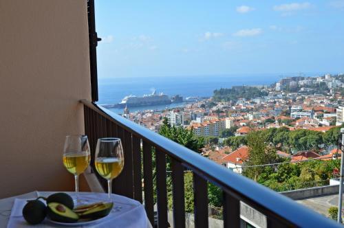 Een balkon of terras bij House in Funchal with panoramic view 2-6