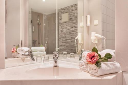 Een badkamer bij Hotel Krämerbrücke Erfurt