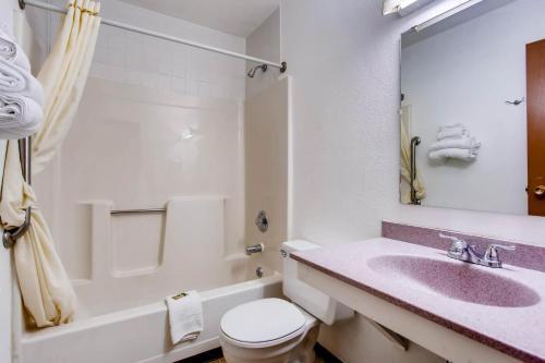 A bathroom at 9 Motel