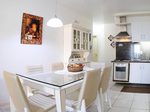 A cozinha ou cozinha compacta de Bela Vista Vale I