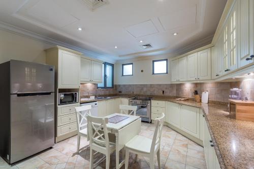 A kitchen or kitchenette at Chic 5BR Villa with Private Pool on Palm Jumeirah