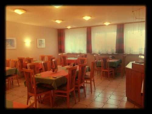 A restaurant or other place to eat at Hotel-Restaurant Zum Loewen