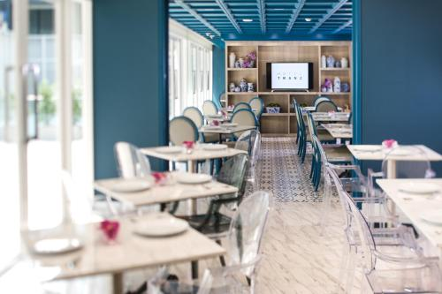 A restaurant or other place to eat at Hotel Tranz