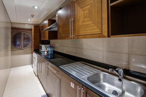 A kitchen or kitchenette at J5 RIMAL Hotel Apartments