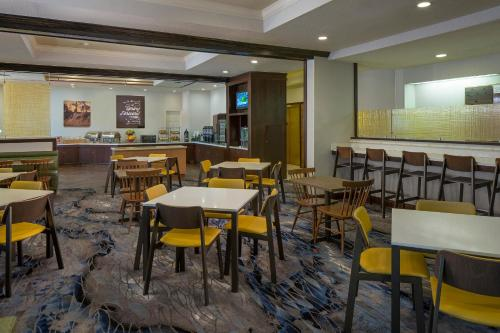 A restaurant or other place to eat at Fairfield Inn & Suites by Marriott Orlando Lake Buena Vista
