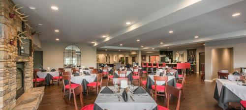 A restaurant or other place to eat at Valhalla Resort Hotel