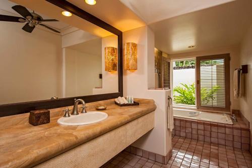 A bathroom at Hana-Maui Resort, a Destination by Hyatt Residence
