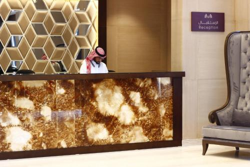 The lobby or reception area at Diwan Residence Hotel- Alsalamah